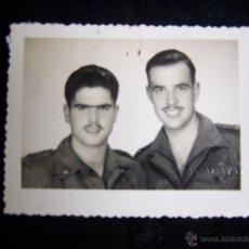 Militaria: FOTOGRAFÍA DOS MILITARES SOLDADOS UNIFORME SELLO FOTÓGRAFO EN RELIEVE CALATAYUD 7,5 X 6 CM. Lote 42927744