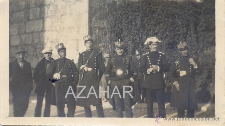SEVILLA, AÑOS 20, GUARDIA REAL Y GUARDIA CIVIL JUNTO AL ALCAZAR,85X48MM (Militar - Fotografía Militar - Otros)