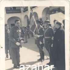 Militaria: MILITAR, UNA JURA DE BANDERA, AÑOS 50,60X80MM. Lote 43186161