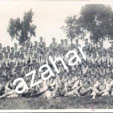 Militaria: MILITAR , PRECIOSA FOTOGRAFIA DE UNA COMPAÑIA DE REGULARES,TAMAÑO POSTAL. Lote 43267266