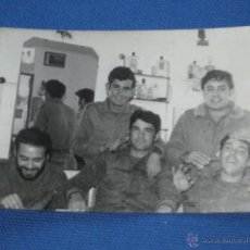 Militaria: FOTOGRAFIA MILITAR - GRUPO MILITARES EN LA PELUQUERIA. Lote 43297668