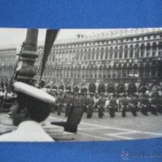 Militaria: FOTOGRAFIA MILITAR - DESFILE MILITAR. Lote 43297748