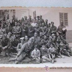 Militaria: GUERRA CIVIL : SOLDADOS DE SANIDAD MILITAR , HORA DEL RANCHO. 6 X 9 CM. Lote 43506352