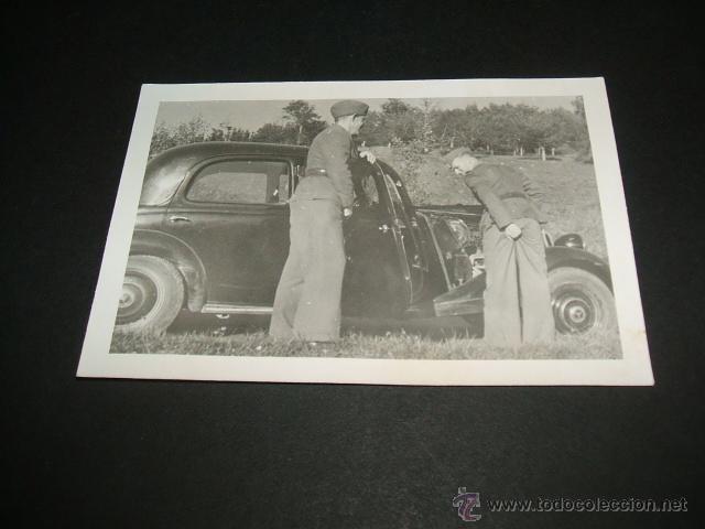 DURANGO VIZCAYA SOLDADOS LEGION CONDOR BROMEANDO JUNTO A VEHICULO GUERRA CIVIL FOTOGRAFIA (Militar - Fotografía Militar - Guerra Civil Española)