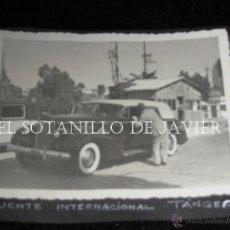 Militaria: FOTOGRAFIA 12X9 CM - TANGER - PUENTE INTERNACIONAL - COCHE ANTIGUO - VEHICULO. Lote 43737428