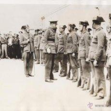 Militaria: BURGOS. EL GENERAL MOLA PASA REVISTA A LA GUARDIA CIVIL. 1936. Lote 43773983