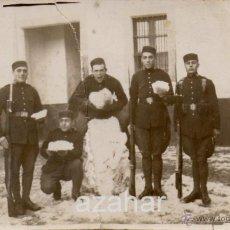 Militaria: SOLDADOS CON UN MUÑECO DE NIEVE, RESTAURADA,. Lote 43876667