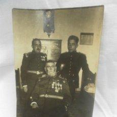 Militaria: FOTOGRAFÍA DE TRES MILITARES. Lote 43924661