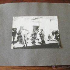 Militaria: PAREJA DE OFICIALES DE CABALLERIA CHARLANDO - EPOCA DE ALFONSO XIII. Lote 44177491