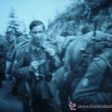 Militaria: CAMINO DEL FRENTE : SOLDADOS ALEMANES TROPAS DE MONTAÑA . II ª GUERRA MUNDIAL . 6 X 6 CM. Lote 44209617