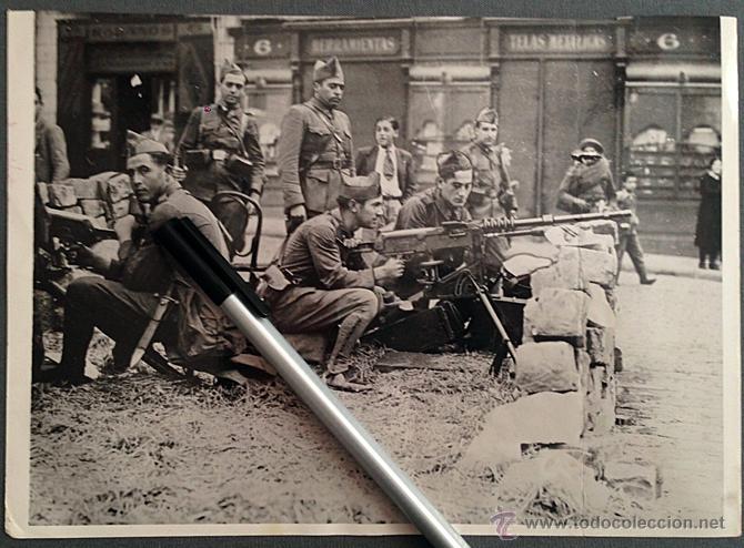 Fotografia Original Guerra Civil 1937 Militares Leales A La Republica Calle De Barcelona
