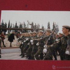 Militaria: FOTOGRAFIA MILITAR - SOLDADOS DESFILANDO. Lote 44244395