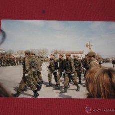Militaria: FOTOGRAFIA MILITAR - SOLDADOS DESFILANDO. Lote 44244411