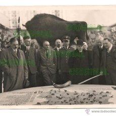 Militaria: HERMANN GÖRING MOSTRANDO PLANO CON ANIMALES DE CACERIA. Lote 44258856