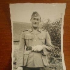 Militaria: ANTIGUA FOTOGRAFIA SOLDADO ALEMAN DE LA II GUERRA MUNDIAL. PAPEL FOTO AGFA LUPEX. Lote 44374676