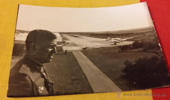 OFICIAL PILOTO EJERCITO DEL AIRE, HANGARES, PISTAS Y AVIONES, ROKISKI (Militar - Fotografía Militar - Otros)