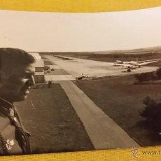 Militaria: OFICIAL PILOTO EJERCITO DEL AIRE, HANGARES, PISTAS Y AVIONES, ROKISKI. Lote 45024130