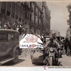 Militaria: FOTOGRAFIA ORIGINAL GUERRA CIVIL ESPAÑOLA. PRENSA. ENTRADA DE LAS TROPAS NACIONALISTAS EN CASTELLON.. Lote 45063565