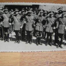 Militaria: OFICIALES ESPAÑOLES SALUDANDO EN UN DESFILE - ABRIL DE 1948. Lote 45137566