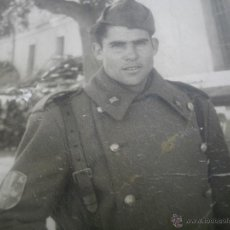 Militaria: FOTOGRAFÍA SOLDADO DIVISIÓN ACORAZADA BRUNETE. MONTIJO 1956. Lote 45215219