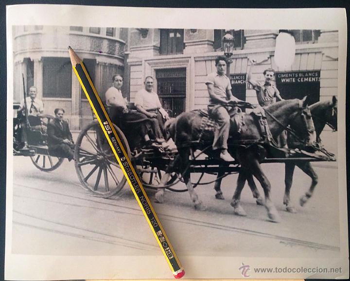 FOTOGRAFÍA ORIGINAL GUERRA CIVIL: MILICIANOS ARMADOS EN VIA LAIETANA, BARCELONA JULIO DE 1936 (Militar - Fotografía Militar - Guerra Civil Española)