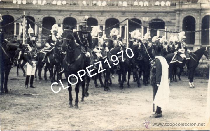 SEVILLA,1922, EL TENIENTE CORONEL DE REGULARES DE LARACHE, GONZALEZ CARRASCO, SALUDANDO AL REY,LEER (Militar - Fotografía Militar - Otros)