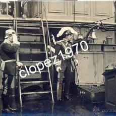 Militaria: SEVILLA, 1922, EL REY ALFONSO XIII A BORDO DEL CAÑONERO DOÑA MARIA DE MOLINA, FOT.SANCHEZ DEL PANDO. Lote 45395476