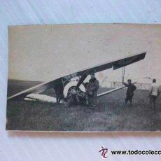Militaria: AVIACION: GRUPO DE SOLDADOS Y UN AVION BIPLANO DERRIBADO .... 4 X 6 CM... Lote 45405451