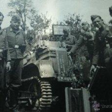Militaria: FOTO ORIGINAL ALEMANA SOLDADOS LUFTWAFFE TRACTOR. Lote 45720664