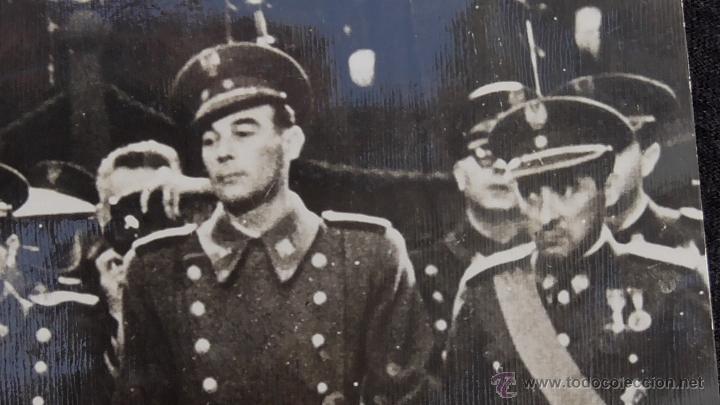 Militaria: FOTOGRAFIA DE PRENSA DE FRANCO REUNIDO CON ALTOS CARGOS DEL EJERCITO. ORIGINAL DE ÉPOCA - Foto 5 - 45869535