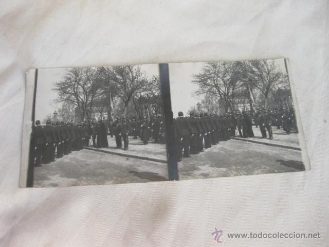 FOTOGRAFIA ESTEREOSCOPICA DE UNA JURA DE BANDERA EN MADRID DEL REGIMIENTO INMEMORIAL DEL REY (Militar - Fotografía Militar - Otros)