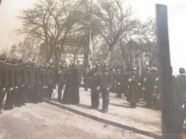 Militaria: FOTOGRAFIA ESTEREOSCOPICA DE UNA JURA DE BANDERA EN MADRID DEL REGIMIENTO INMEMORIAL DEL REY - Foto 2 - 46101312