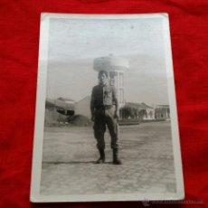 Militaria: FOTO SOLDADO EN CAMPAMENTO MILITAR, ANTIGUOS CIR, EJERCITO TIERRA ESPAÑA. Lote 46112886