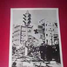 Militaria: FANTASTICA FOTO ORIGINAL PARIS-SOIR GUERRA CIVIL 20X15 CM. BOMBARDEOS BARCELONA CATALUÑA CRUZ ROJA. Lote 46432550