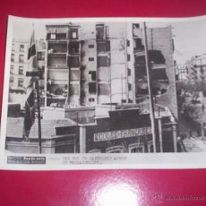 Militaria: FANTASTICA FOTO ORIGINAL PARIS-SOIR GUERRA CIVIL 20X15 CM BOMBARDEO BARCELONA CATALUÑA LICEO FRANCES. Lote 46432727