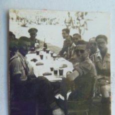 Militaria: OFICIALES Y PROVISIONALES , AÑOS 40 ... MERENDANDO . Lote 46593705