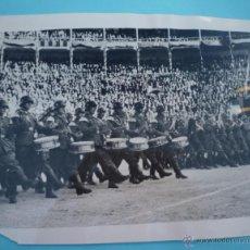 Militaria: FOTOGRAFÍA SOLDADOS ALEMANES EN LA PLAZA DE TOROS DE LAS VENTAS. FALANGE.. Lote 46628050