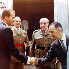 Militaria: MILITARES CON EL REY JUAN CARLOS I, MEDIDAS 25,5 X 20,5 CM. Lote 46789064