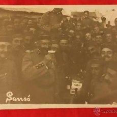 Militaria: FOTO POSTAL MILITARES DEL REGIMIENTO DE INFANTERIA NUM 4, TENIENTE, GORRO PANADERO . Lote 47258699