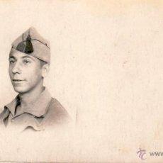 Militaria: FOTOGRAFIA MILITAR 9X5 CMS - FOTOGRAFIA SOLDADO FECHADA EN PUEBLO NUEVO 25/05/38 - FRASE PATRIOTICA. Lote 47699259