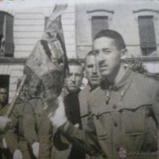 Militaria: FOTOGRAFÍA SOLDADO DEL EJÉRCITO ESPAÑOL. JURA DE BANDERA. Lote 47897768