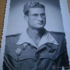 Militaria: FOTOGRAFÍA ALFÉREZ DEL EJÉRCITO ESPAÑOL. MILICIAS UNIVERSITARIAS IPS 1951. Lote 47936881
