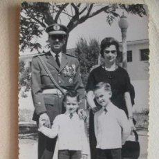 Militaria: TENIENTE AVIACION VETERANO GUERRA CIVIL ( CONDECORADO ) CON CORDON Y ROKISKI EN BRAZO.. Lote 48159989