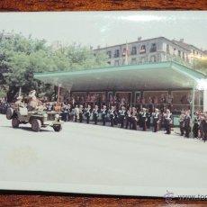 Militaria: FOTOGRAFIA DE DESFILE DE LAS FUERZAS ARMADAS, PIQUEROS DE LA GUARDIA INTERIOR DE FRANCO, AÑO 1970, T. Lote 48371667