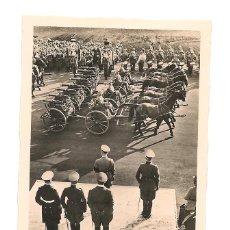 Militaria: HITLER EN DESFILE EN LOS AÑOS 30. Lote 48719917