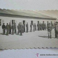 Militaria: GUERRA CIVIL : ALFEREZ DE LA LEGION (?) CON MEDALLA EN UN CUARTEL DE MILICIAS. Lote 48919985