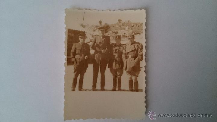 PEQUEÑA FOTOGRAFÍA ORIGINAL GRUPO DE MILITARES ESPAÑOLES - MEDIDAS 7,5 X 5,5 (Militar - Fotografía Militar - Otros)