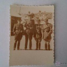 Militaria: PEQUEÑA FOTOGRAFÍA ORIGINAL GRUPO DE MILITARES ESPAÑOLES - MEDIDAS 7,5 X 5,5. Lote 48920707