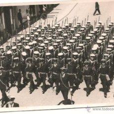 Militaria: SOLDADOS ESPAÑOLES DE MARINA EN FORMACIÓN. AÑOS 60/70. Lote 48934585