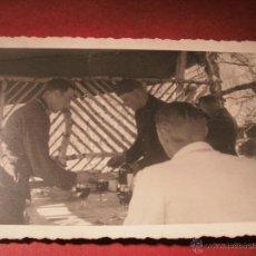 Militaria: FOTO SOLDADOS ALEMANES A ALMORZAR - 1942. 3º REICH. Lote 49003492
